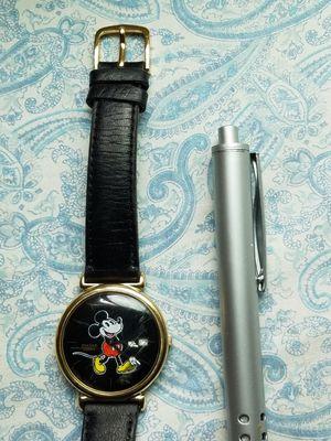 Reloj pulsar Disney Mickey Mouse trabajando perfectamente for Sale in Los Angeles, CA