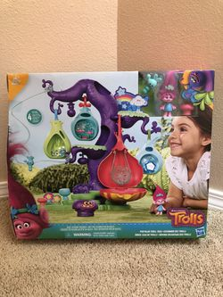 Brand New DreamWorks Trolls POD'ular Playset Troll Toy Tree for Sale in Portland,  OR