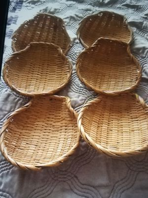 6 French wicker clam shell holders 6 large clam shells for Sale in West Palm Beach, FL