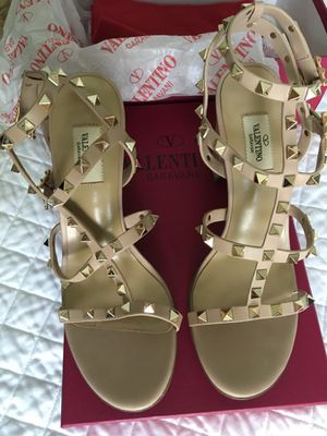 Valentino style sandals heels size 9 for Sale in Barrington, IL