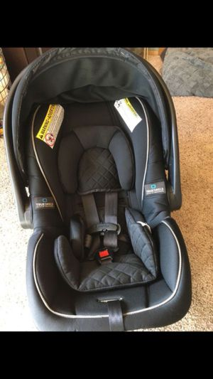 Graco infant car seats with bases. for Sale in Olympia, WA