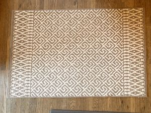 4 FOOT GEO PRINT RUG for Sale in Lancaster, PA