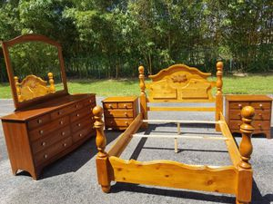 Queen size bedroom set No mattress Very good condition! Delivery available! for Sale in Palm Bay, FL