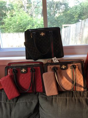 Purse for Sale in Suitland-Silver Hill, MD