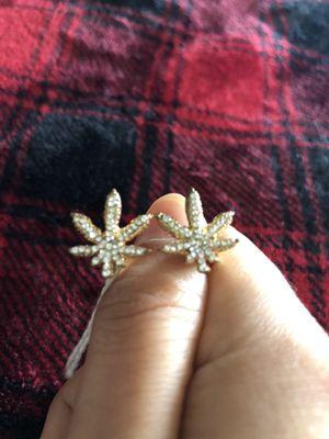 Leaf ring - gold costume jewelry for Sale in Tamarac, FL
