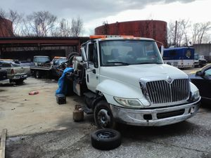 International 4300 Dt466 Flatbed Tow truck for Sale in Baltimore, MD