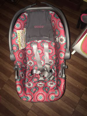 baby girl car seat for Sale in Baltimore, MD