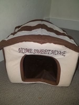Cute little dog house for small cat or dog. for Sale in Hayward, CA