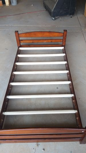 wood twin size bed frame for Sale in Clovis, CA