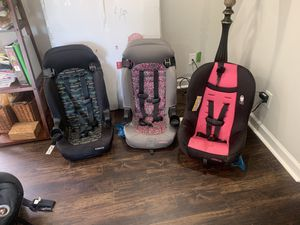 Car seat 20$ each only 3 months old for Sale in Chesapeake, VA