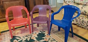 3 plastic chairs for toddlers and a toddler shopping cart for Sale in Arlington, TX