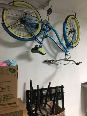 Huffy Newport Beach Cruiser Bike. $100. for Sale in Haltom City, TX