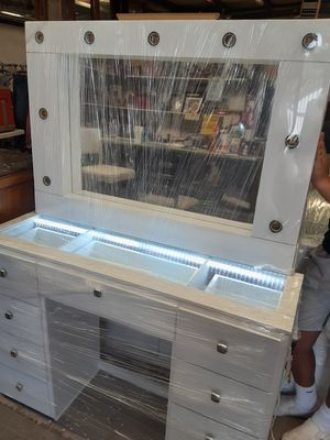 BEAUTIFUL VANITY!!! for Sale in El Paso, TX
