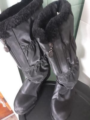 Womens Winter Boots for Sale in Macomb, MI