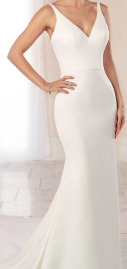 Stella York Scalloped Train wedding dress for Sale in Beverly,  NJ