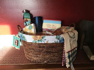 New Pioneer Woman Basket Gift Set for Sale in Waldo, OH