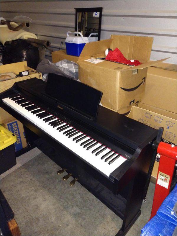 Roland RP-400 digital piano