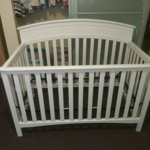 Graco® Charleston 4-in-1 Convertible Crib - White for Sale in Daly City, CA