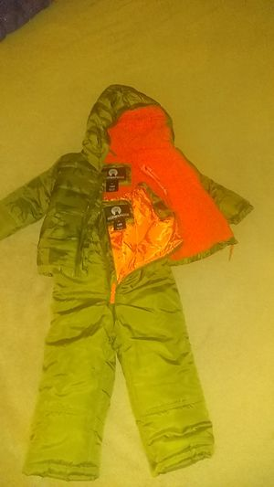 Boy baby/toddler 18 months winter coat and snow suit for Sale in Columbus, OH
