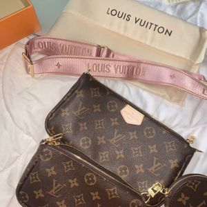Louis Vuitton Multi Pouchette New With Box for Sale in Ellenwood, GA