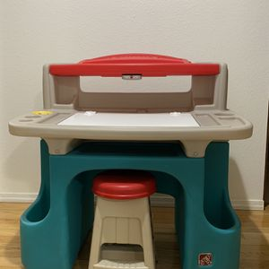 Step2 Kids Desk And Chair for Sale in Everett, WA