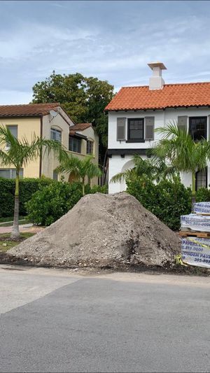 Free dirt .....sand pick up ... in Miami beach near Mount Sinai Hospital for Sale in Miami Beach, FL