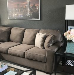 Sectional L Shape Couch for Sale in Tacoma,  WA