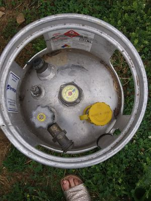 Propane tanks! 1 large tank empty and the 2 smaller are full! for Sale in Murfreesboro, TN