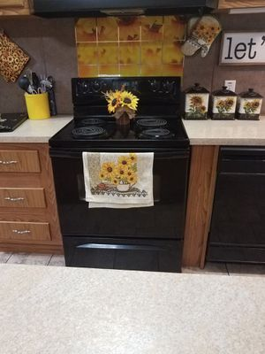 Electric whirlpool stove for Sale in Hessmer, LA