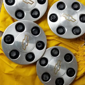 Chevrolet 6 Lugs Rims Cover for Sale in Las Vegas, NV