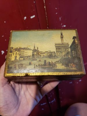 Vintage decorative wood box for Sale in Columbus, OH