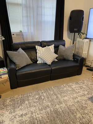 Marcia leather powered recliner couch for Sale in The Bronx, NY