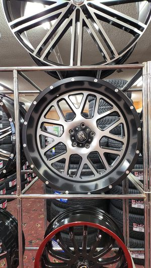 "22""DX 22X10 5X5 -24 WITH 33X12.50R22 SUPERMAX INSTALLED for Sale in Tacoma, WA"