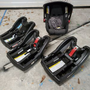 Graco Infant car seat with 3 bases for Sale in Houston, TX