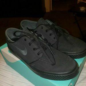 Nike ALL Black Janoski for Sale in Clovis, CA