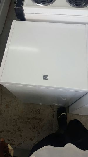 Small 1.7 Kenmore freezer for Sale in Hallandale Beach, FL