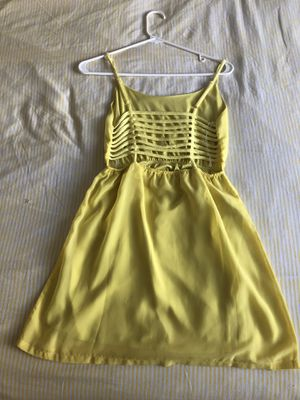 Yellow dress with cute back design, size small for Sale in Miami, FL