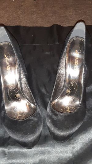 Black and gold Lasonia heels - size 6 for Sale in Las Vegas, NV