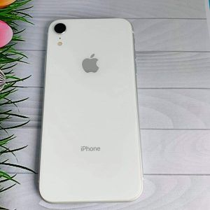iPhone XR (64 GB) Desbloqueado Con Garantià for Sale in Medford, MA