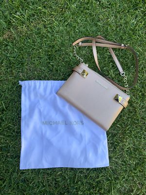 Michael kors Karla crossbody bag for Sale in Santa Ana, CA