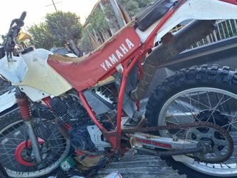 1986 YAMAHA TT225 PARTS BIKE!! SOLD AS IS FOR PARTS!! MOTOR TURNS! BILL OF SALE ONLY!! 350$ for Sale in Los Angeles,  CA