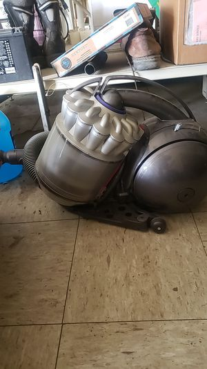 Dyson canister vacuum for Sale in Whitmore Lake, MI