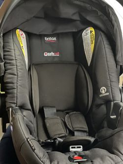 Britax infant b-safe carseat bundle With An Extra base, Britax rearview mirror, Britax All Weather carseat cover for Sale in Frisco,  TX