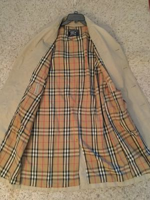 BURBERRY NOVACHECK RAIN TRENCH COAT for Sale in Bayport, NY