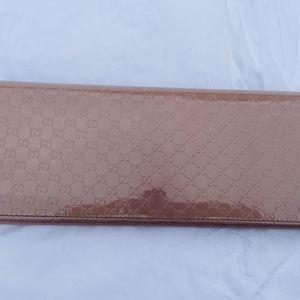 100% Auth GUCCI Micro-Guccissima Patent leather clutch for Sale in Miami, FL
