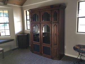Entertainment/Cabinets/Bookcase for Sale in Winton, CA