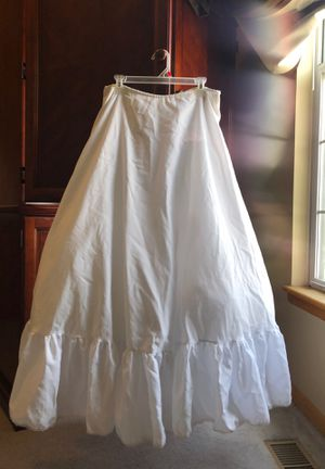 Tulle wedding dress slip w/adjustable waist for Sale in Grain Valley, MO