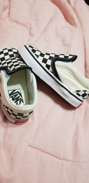 Size 5 toddler shoes for Sale in Poinciana, FL
