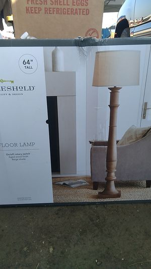 THRESHoLD FLOOR LAMP for Sale in Bakersfield, CA