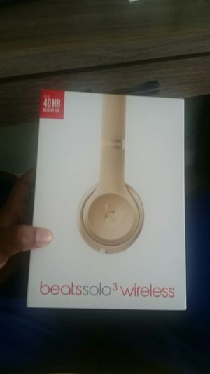 Beats solo 3 wireless (for parts unless you can fix em) for Sale in Ladson, SC
